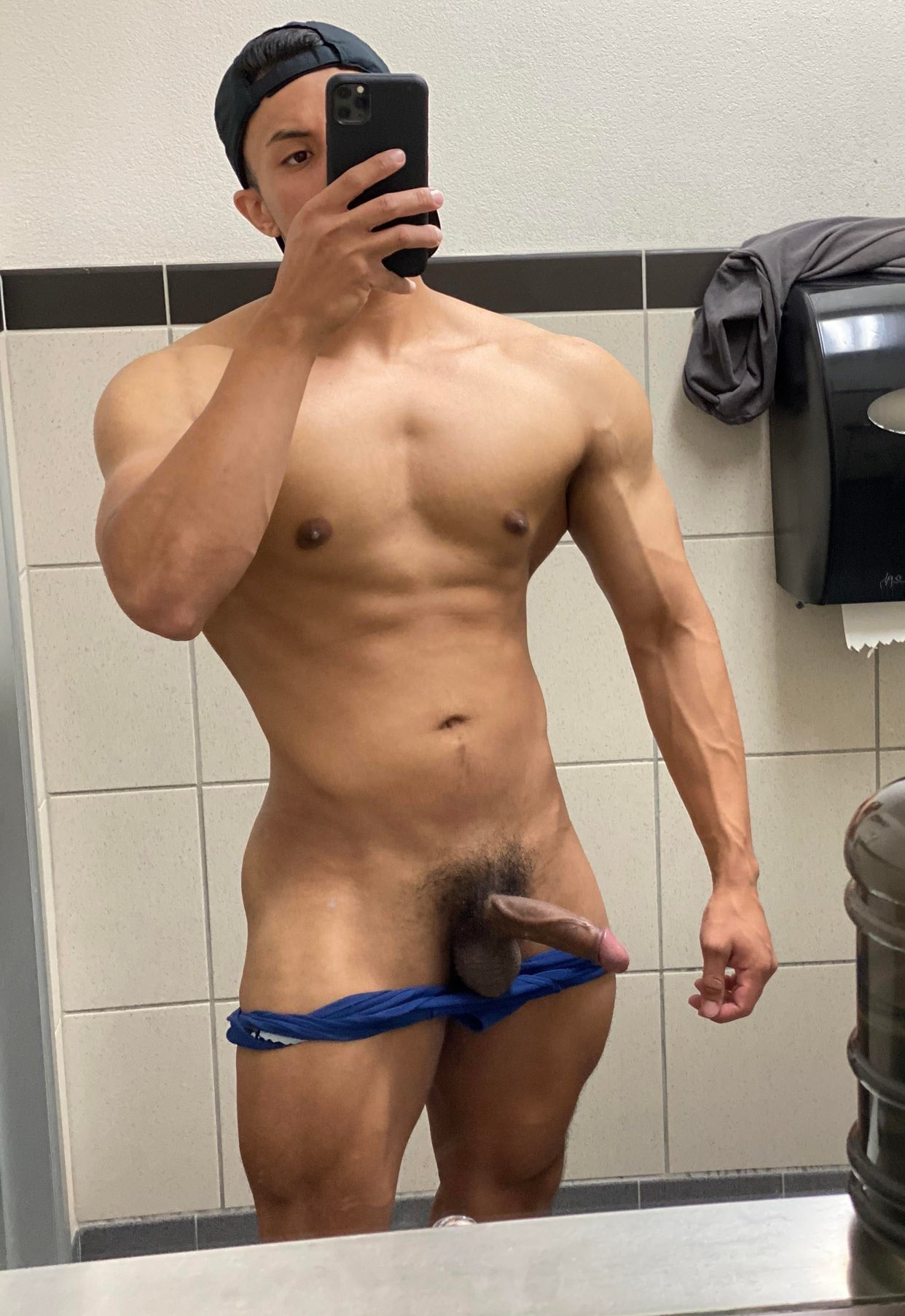Hunky guy with a veiny dick